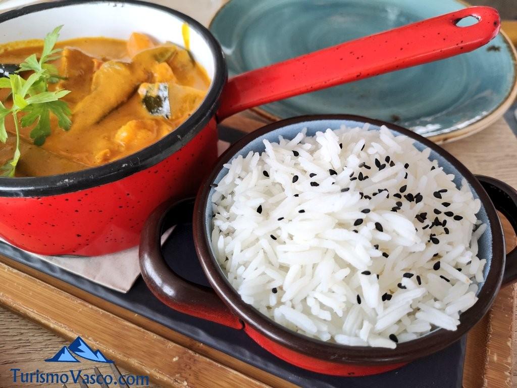 Curry de verduras en el curry verde