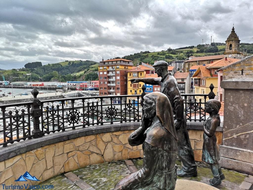 Escultura de encima del Puerto Bermeo