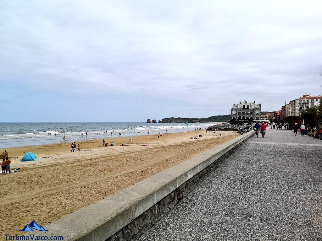 Paseo por la playa de Hendaia