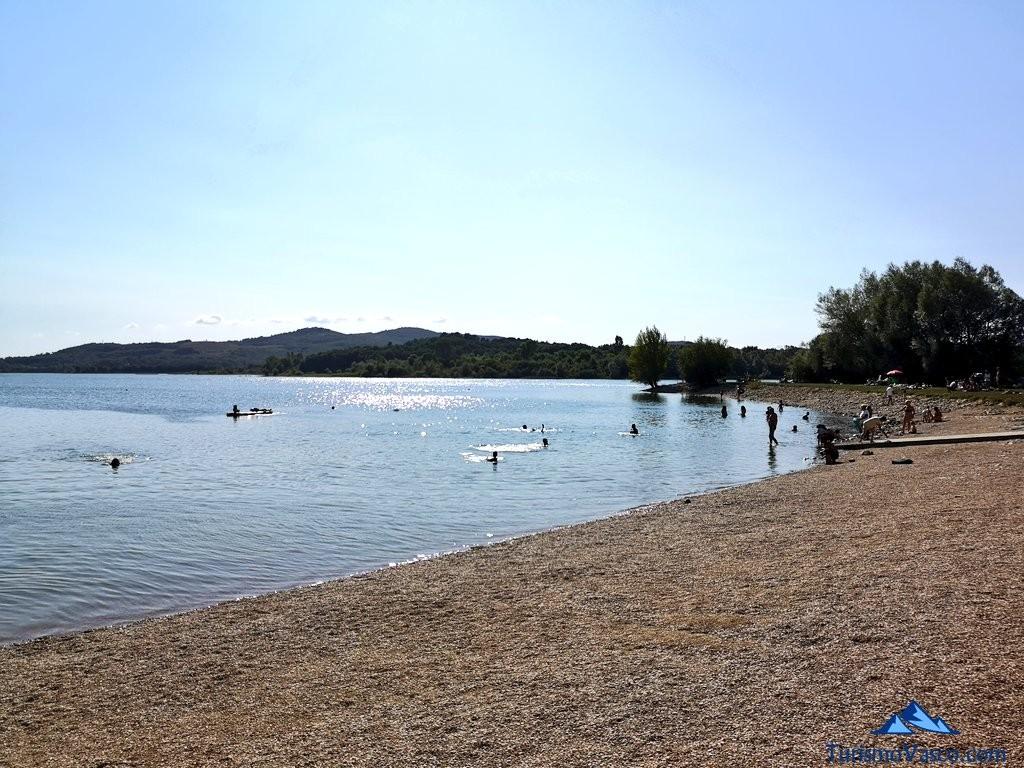 Playa del pantano de Ullibarri Gamboa