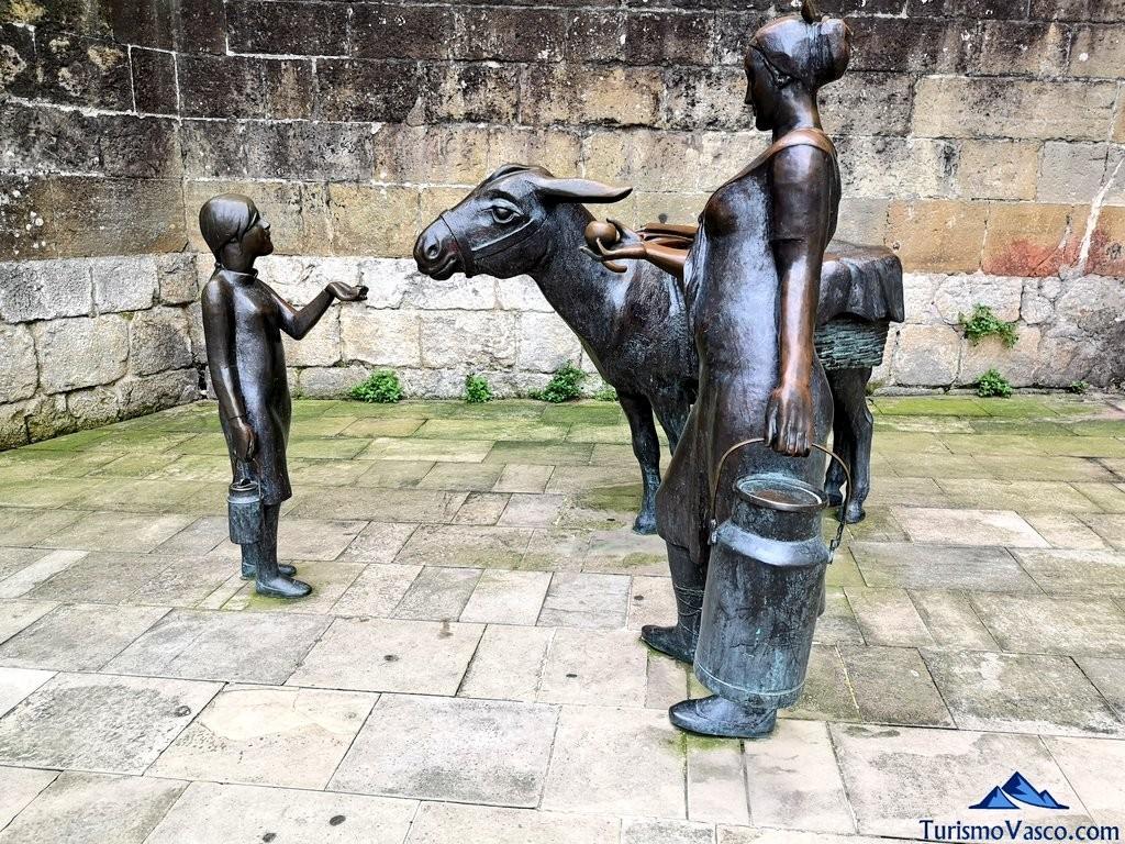 escultura de los baserritarraz bermeo