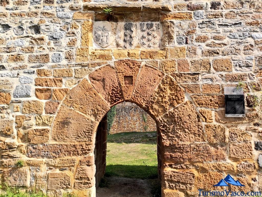 Escudos del Castillo de Muñatones