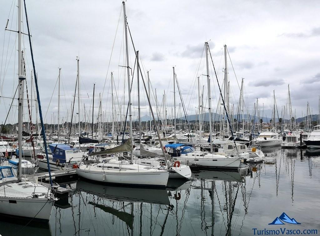 Puerto de Hendaia,, barco Hondarribia Hendaia