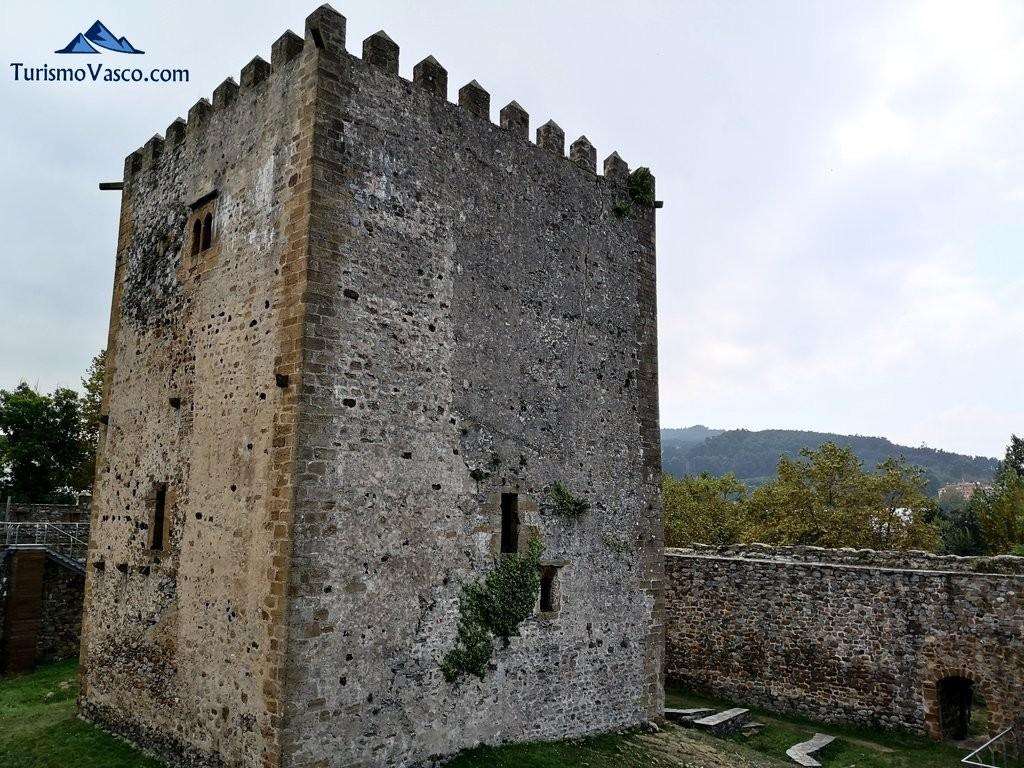 Torre central del Castillo de Muñatones