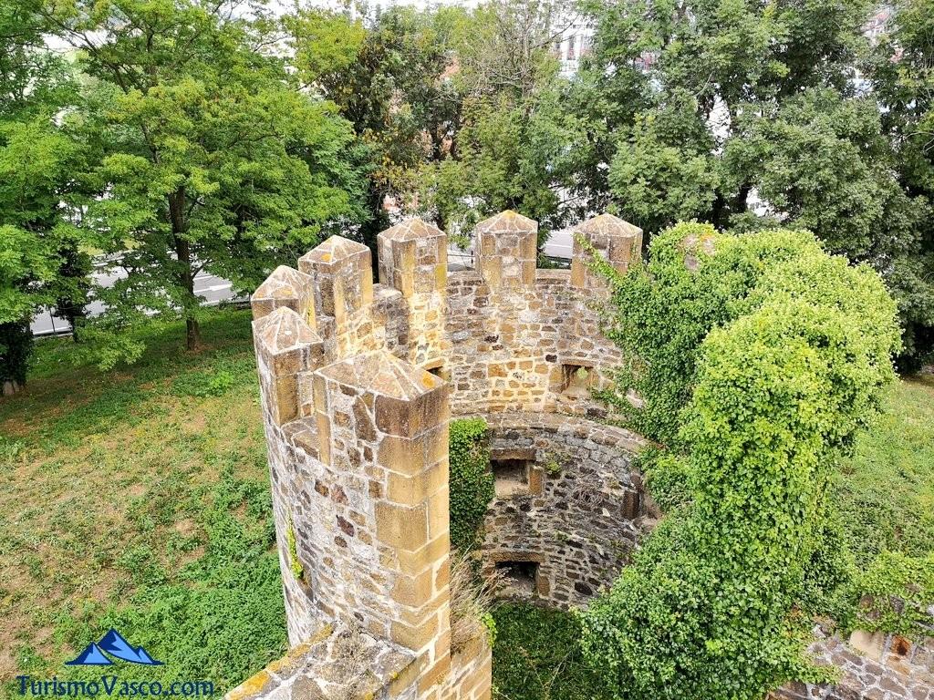 Torre circular del Castillo de Muñatones