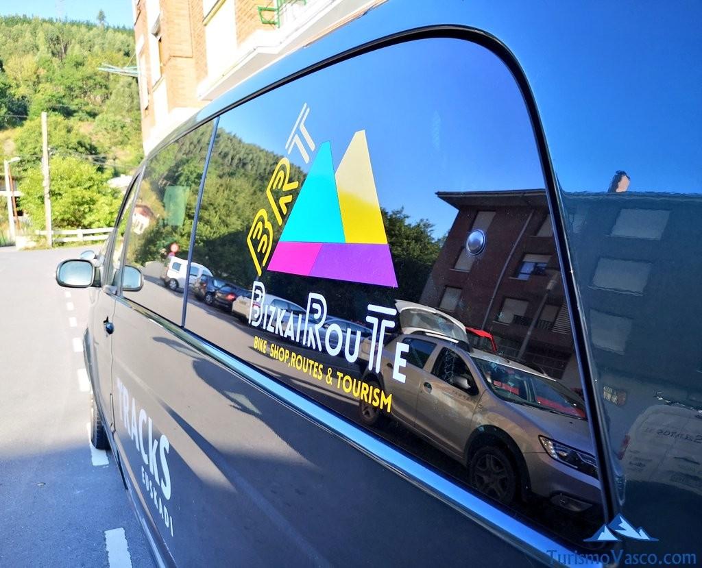 Furgoneta, rutas en bici por Euskadi con Bizkairoute