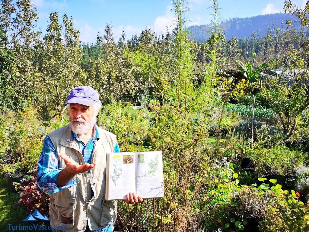 Gabriel, taller de plantas medicinales en Zeanuri