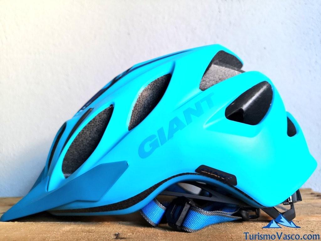 casco, rutas en bici por Euskadi con Bizkairoute