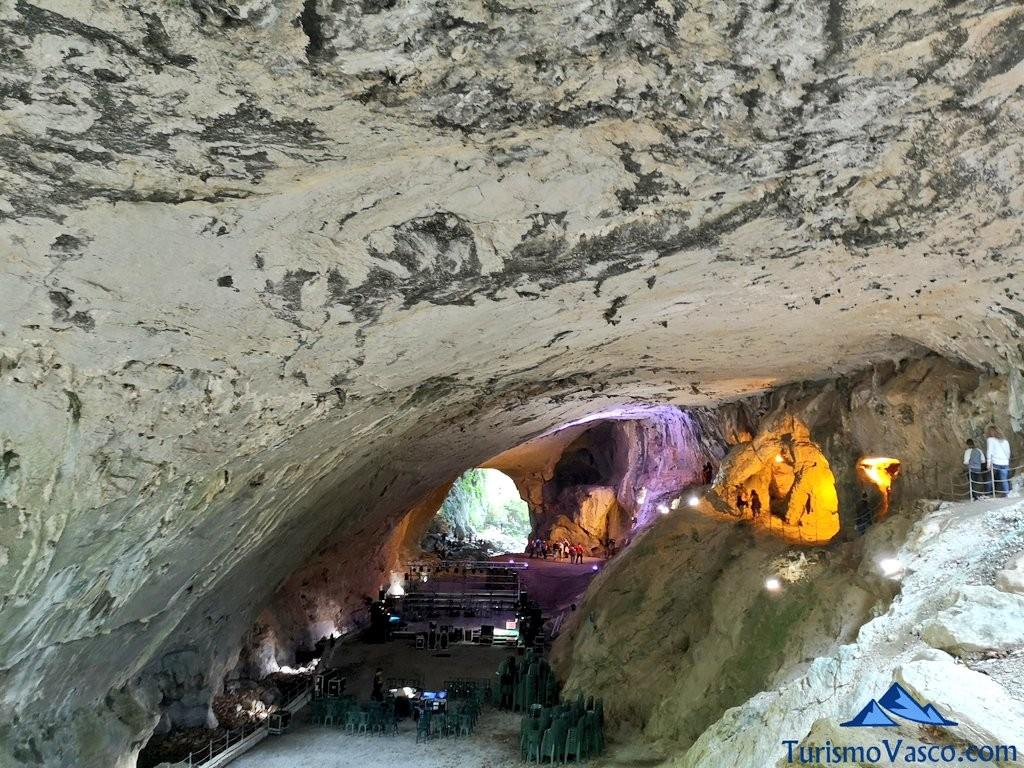 concierto, cuevas de Zugarramurdi