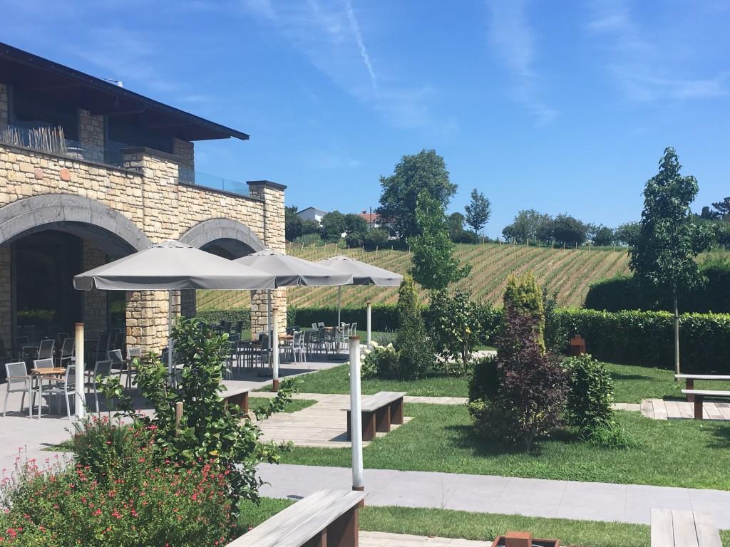 Hiruzta Bodega terraza&jardin