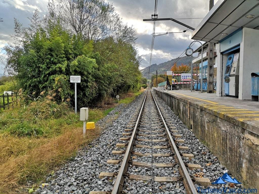 Vias de tren ruta Urdaibai Gernika Kortezubi
