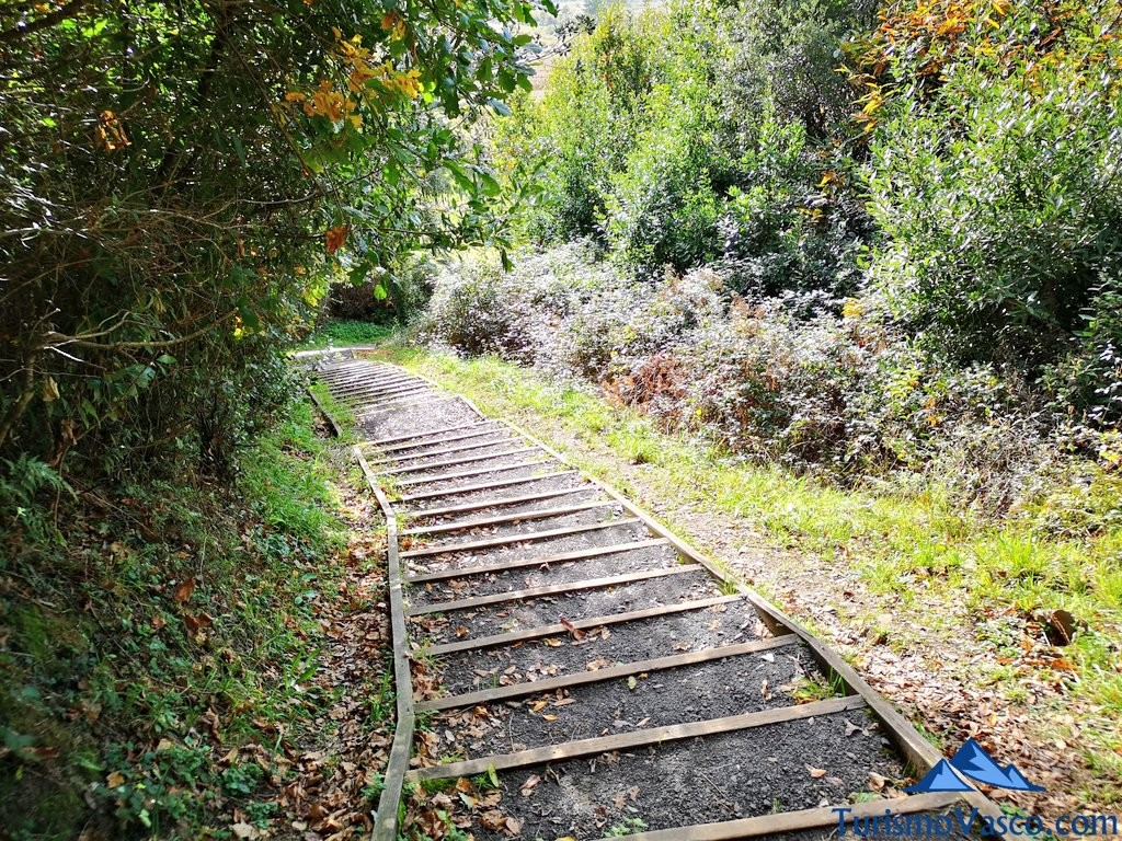 escaleras ruta Urdaibai Gernika Kortezubi