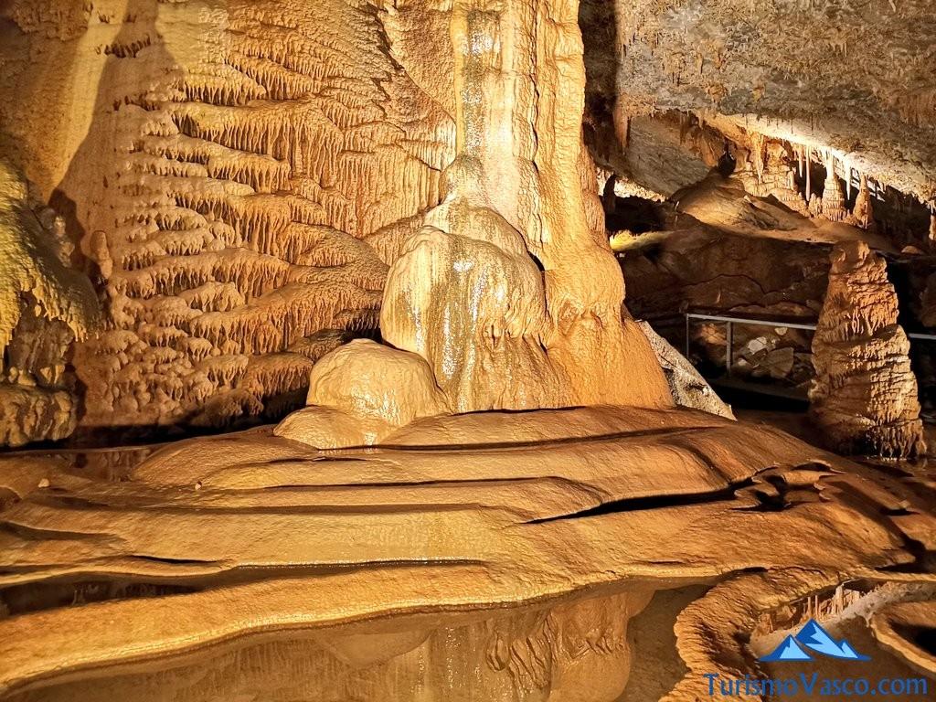 columna Cueva de Pozalagua