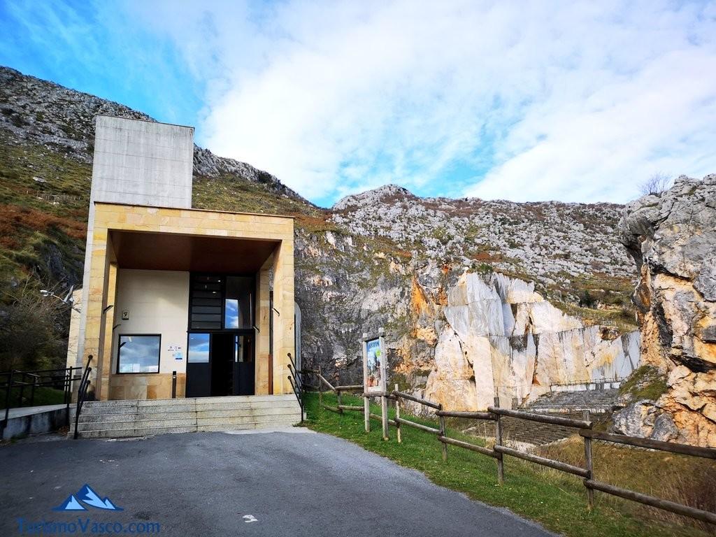 entrada Cueva de Pozalagua