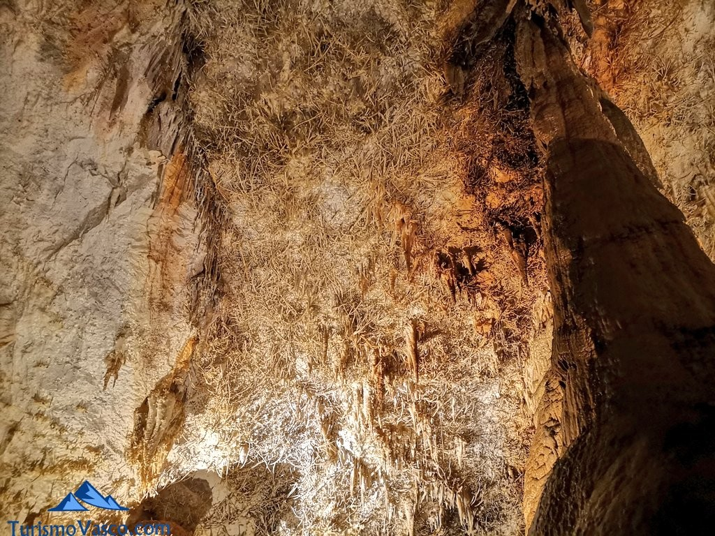 estalactitas excentricas Cueva de Pozalagua