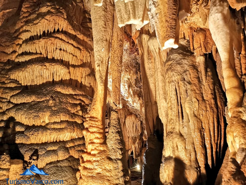 formaciones cueva de Pozalagua