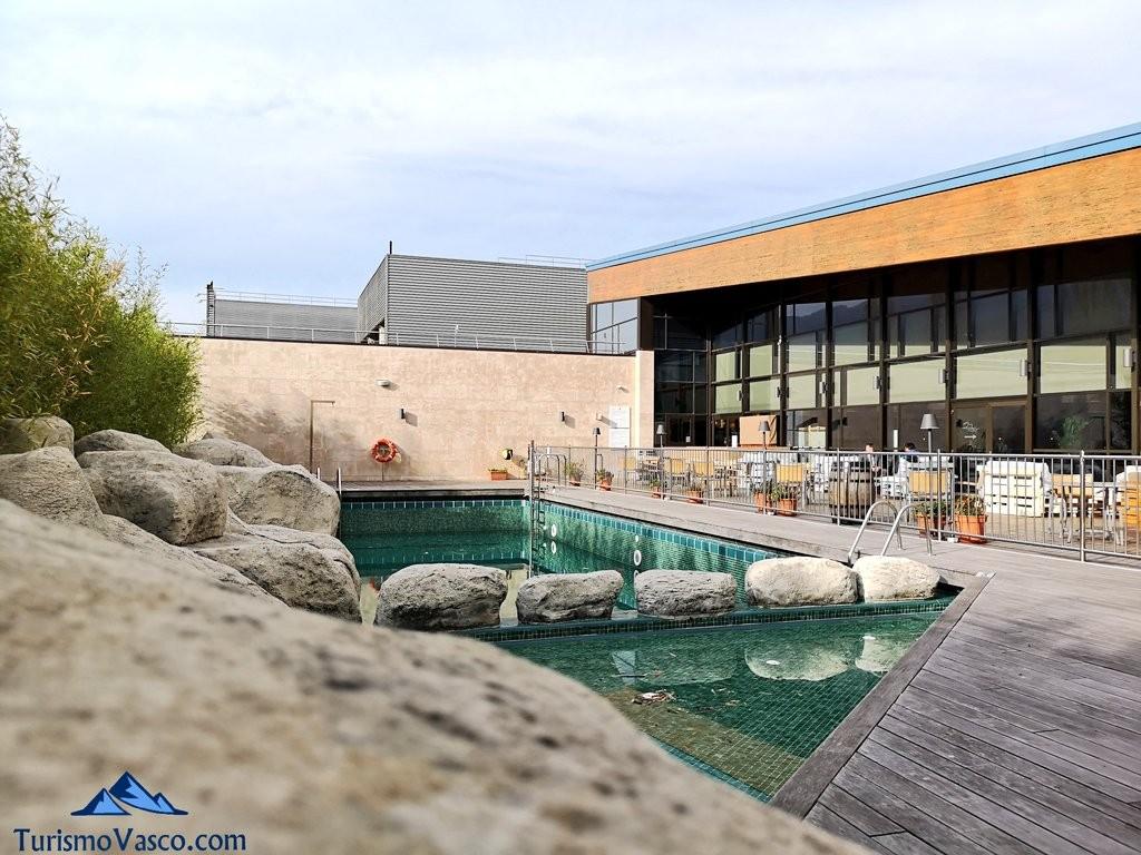 piscina hotel puerta de Bilbao