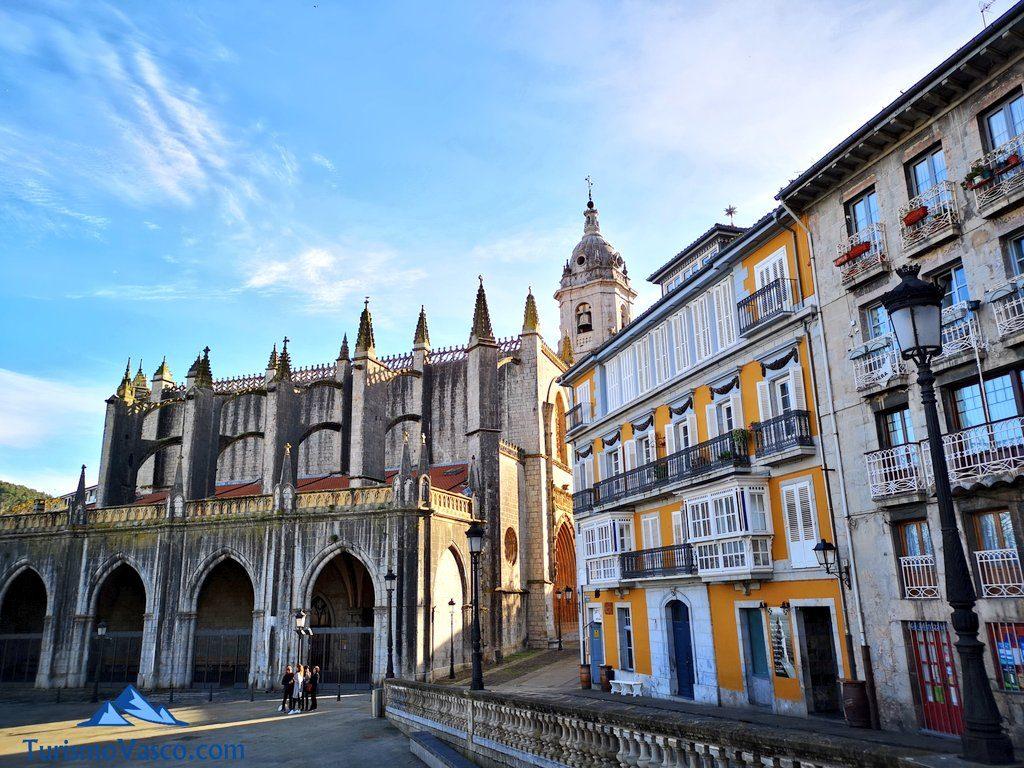 plaza de Basílica de la Asunción de Santa Maria de Lekeitio