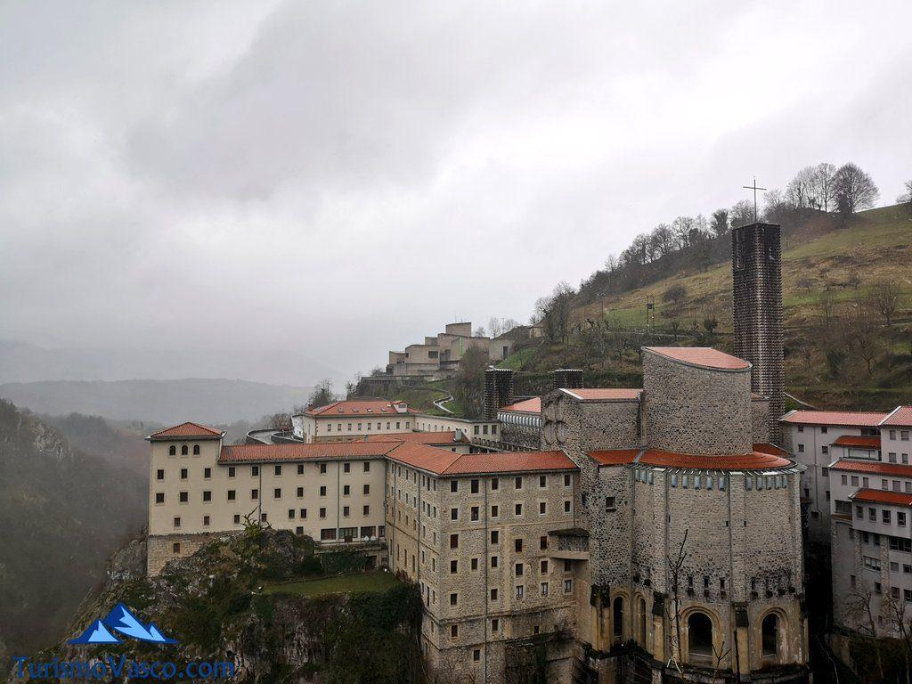 Santuario de Arantzazu desde el mirador