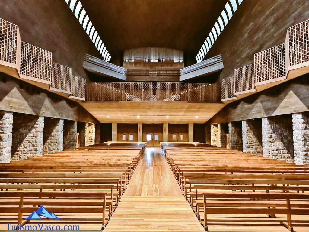 interior del Santuario de Arantzazu