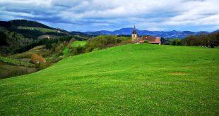 iglesia de zerain desde el monte