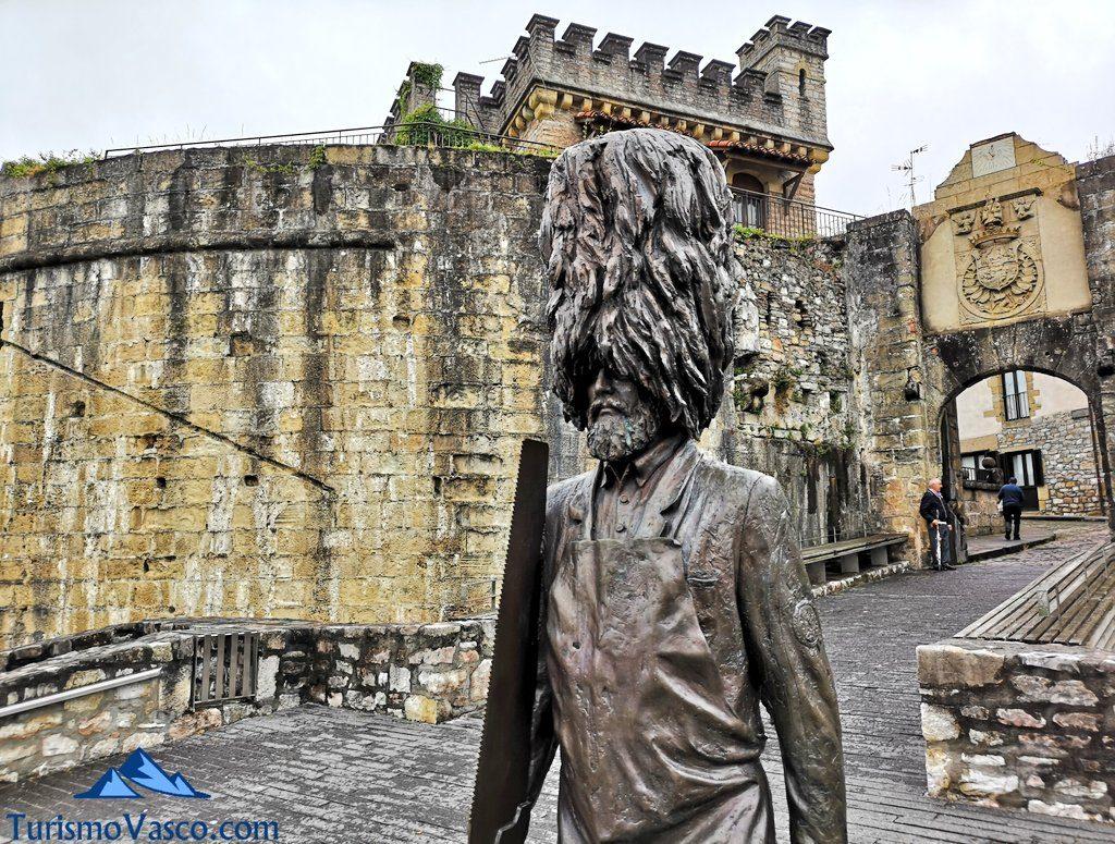 Hatxeroa, escultura muralla, Hondarribia que ver