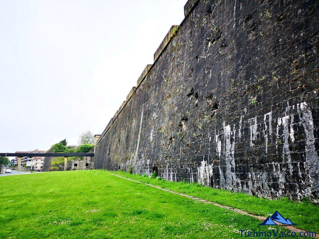 muralla desde abajo, Hondarribia que ver