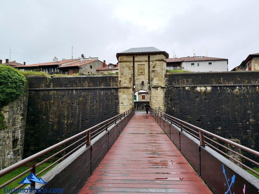Puerta de San Nicolás, muralla, Hondarribia que ver
