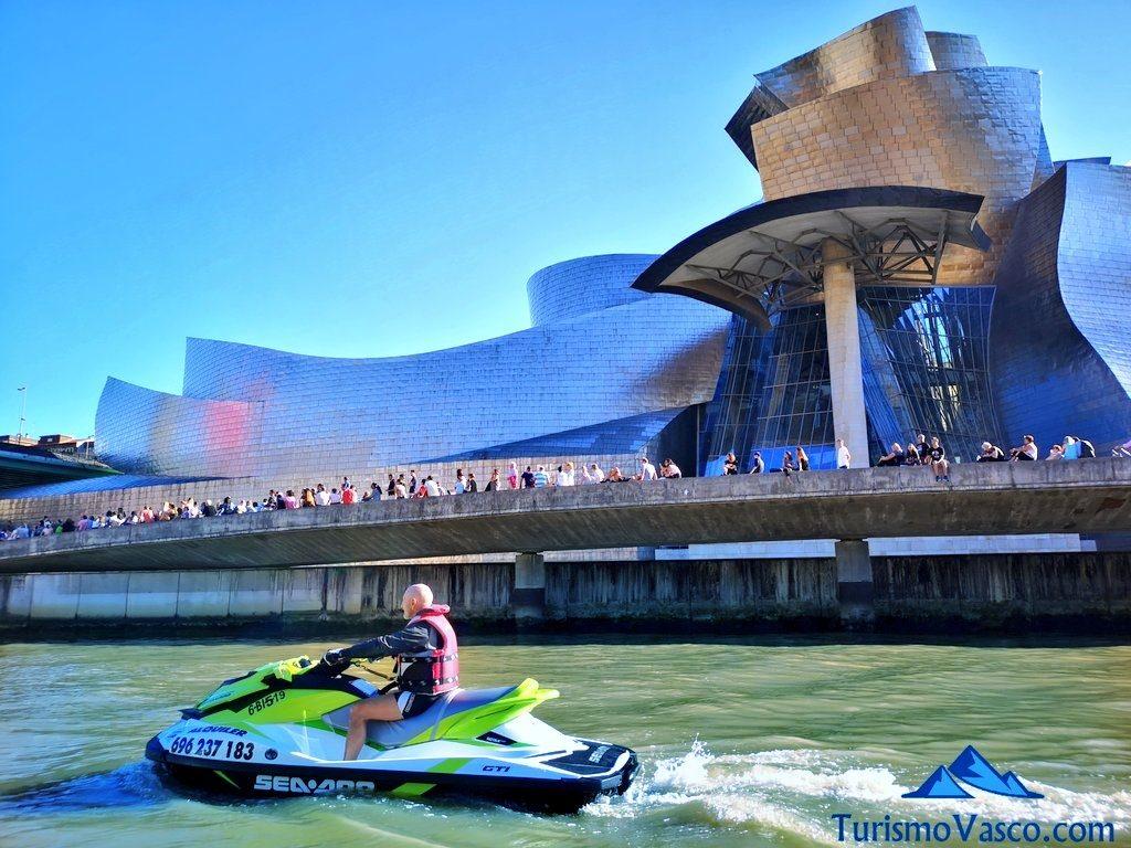 Guggenheim, alquiler de motos de agua en Bilbao