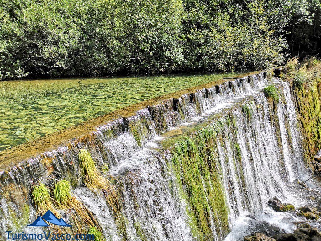 cascada presa, Nacedero del río Zirauntza