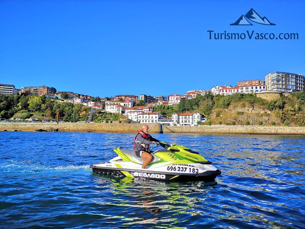 puerto viejo de algorta, alquiler de motos de agua en Bilbao