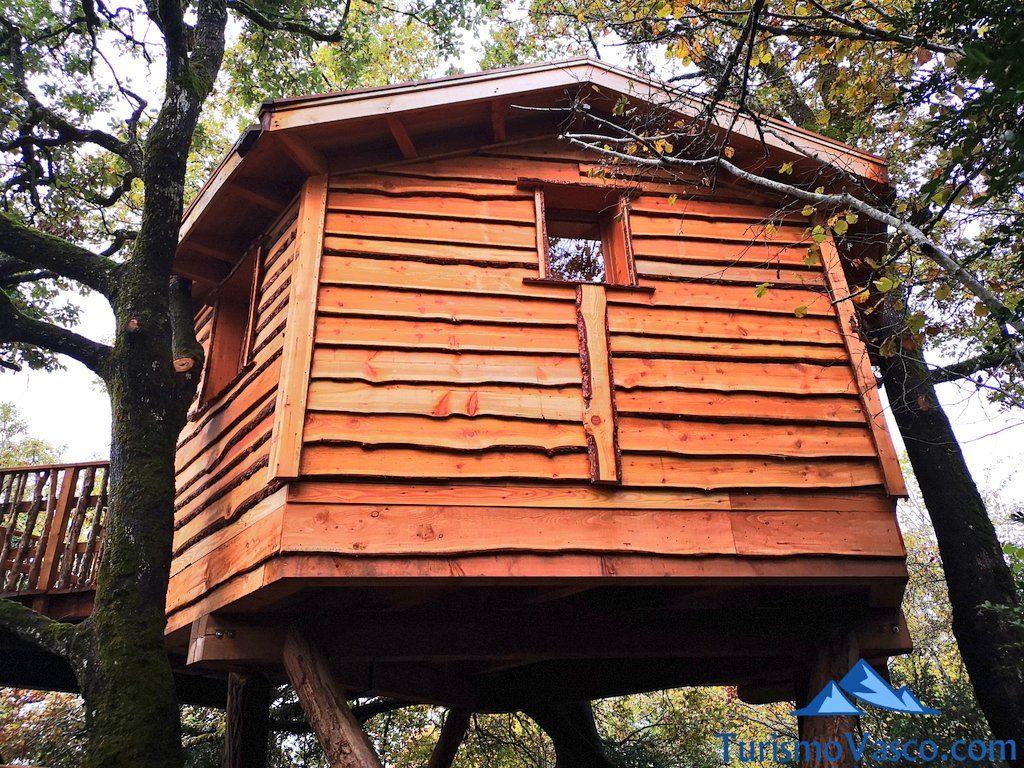 cabaña duendes, Cabañas en los árboles en el Pirineo Navarro