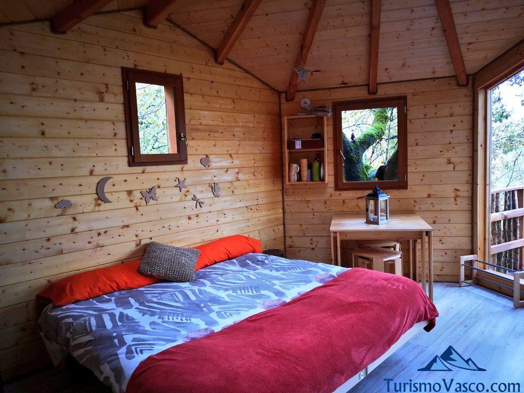 habitacion, Cabañas en los árboles en el Pirineo Navarro