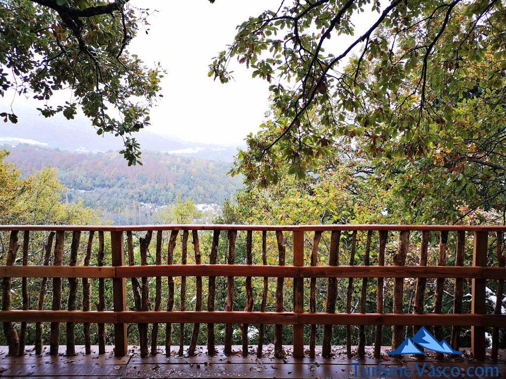 vistas, Cabañas en los árboles en el Pirineo Navarro