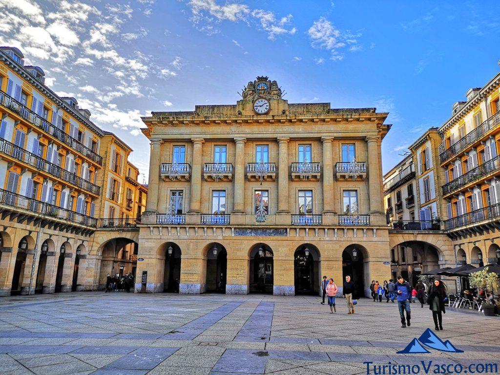 plaza de la constitucion, que ver en Donostia San Sebastian