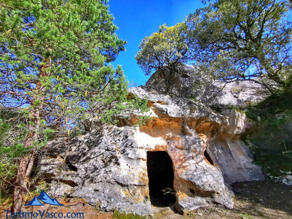 cuevas de los moros, cuevas de corro, cuevas de Valdegovía