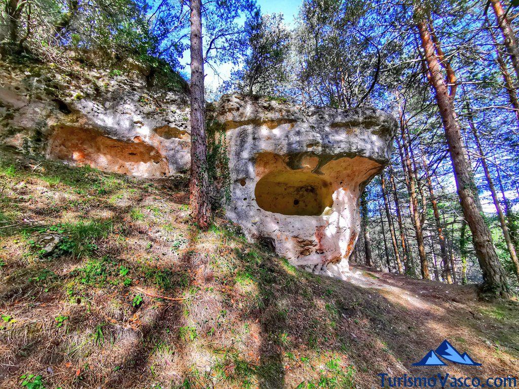 cuevas de tobillas, cuevas de Valdegovía