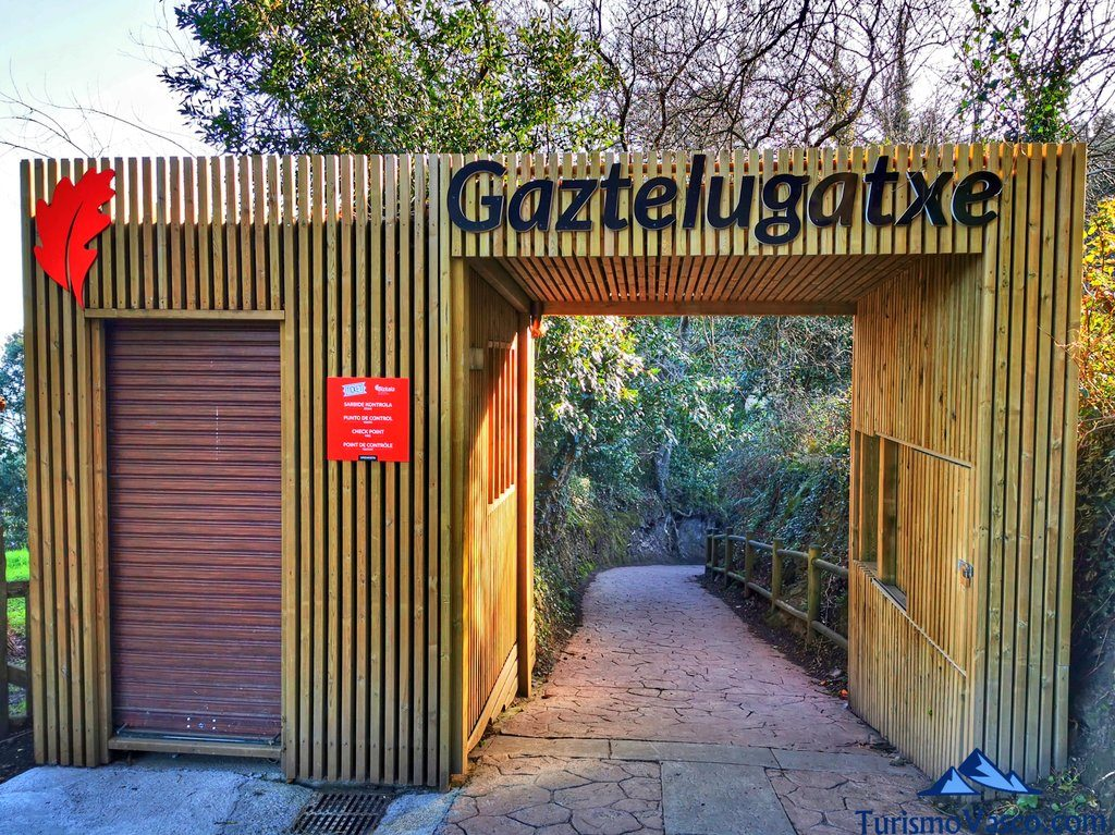 entrada a san juan de gaztelugatxe