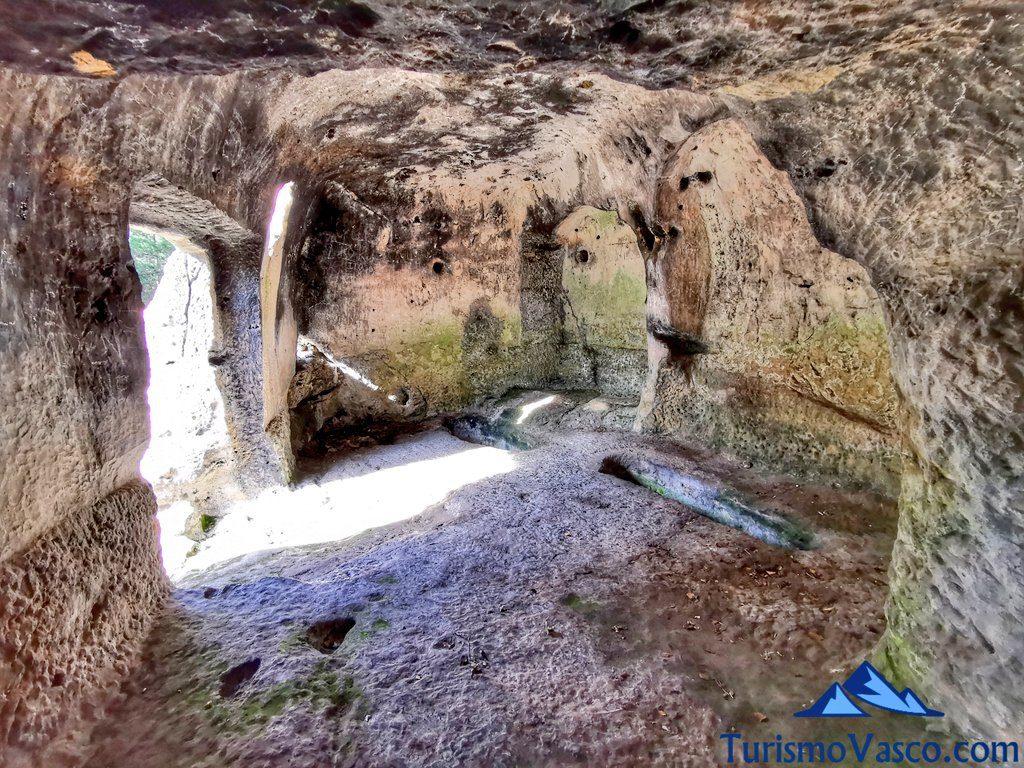 interior cuevas de corro, cuevas de Valdegovía