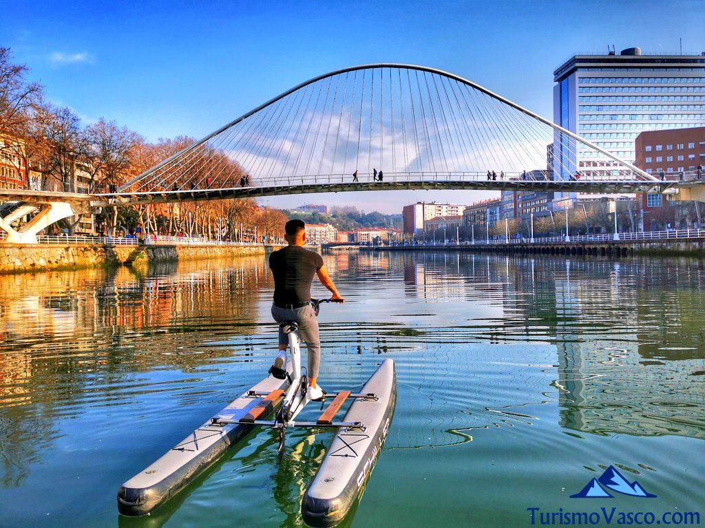 puente zubizuri, bicicletas acuaticas en bilbao, bicicletas de agua