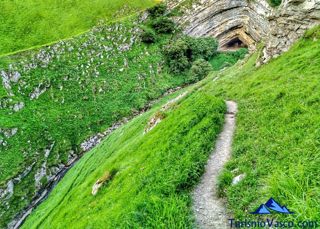 camino, Cueva de Harpea, Arpea