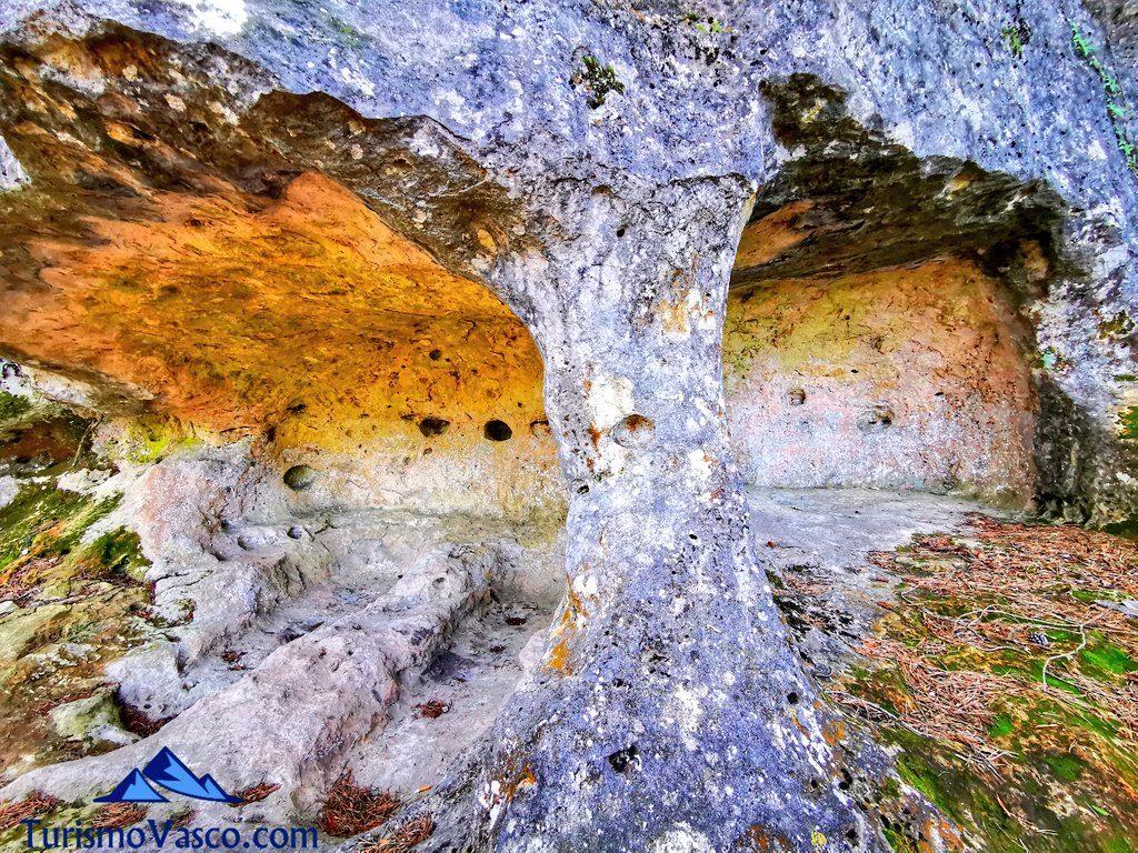 exterior cuevas tobillas, cuevas valdegovia