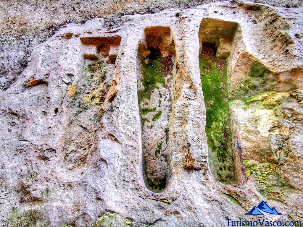 tumbas cuevas de pinedo, cuevas de Valdegovía