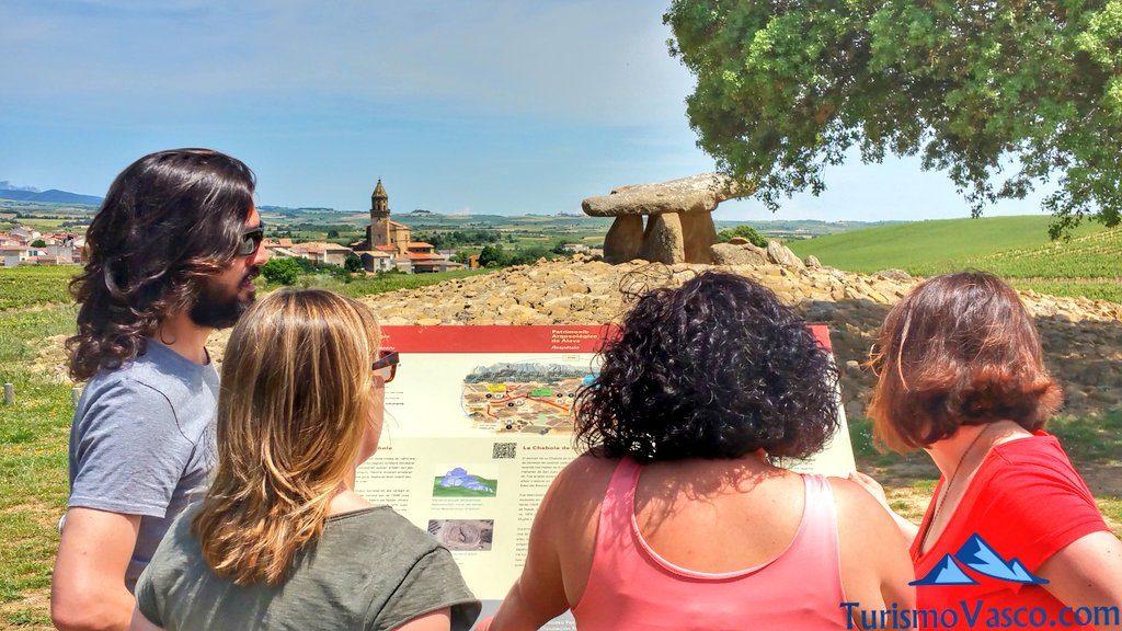 grupo amigos dolmen hechicera, el villar, rioja alavesa
