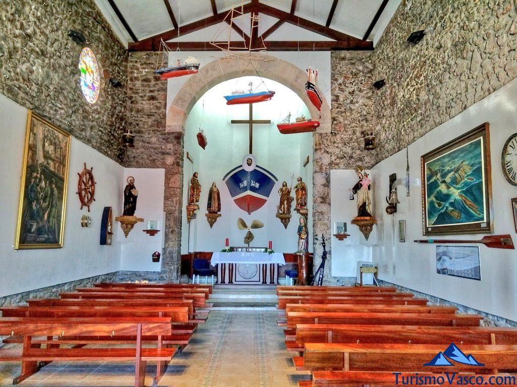 interior ermita, San Juan de Gaztelugatxe