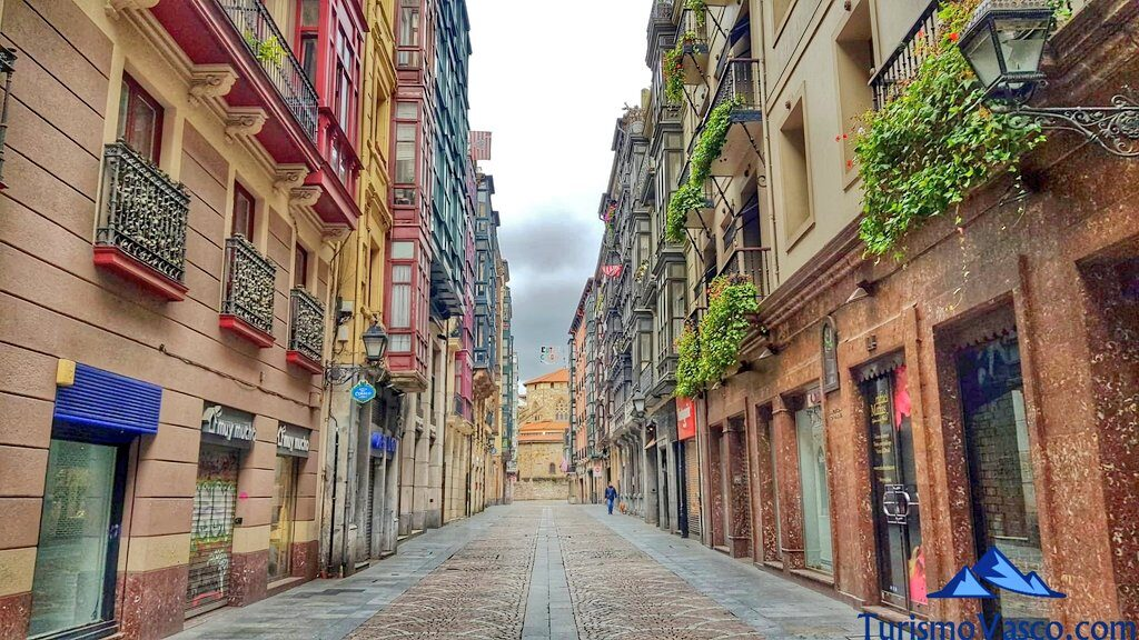 calle peatonal casco viejo de bilbao