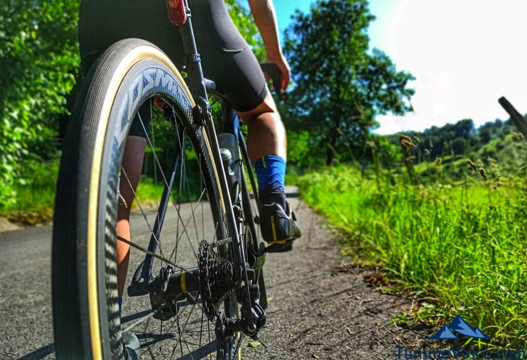 bicicleta, rutas en bici en euskadi, cicloturismo en euskadi