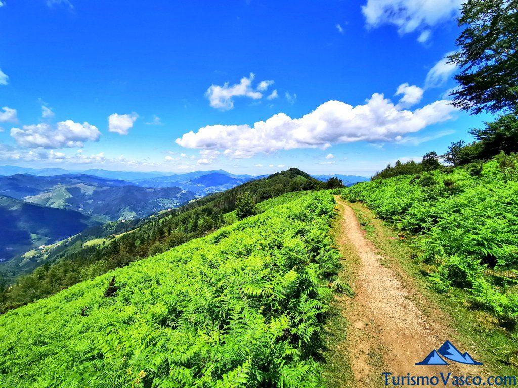 camino por las nubes, ruta de los dolmenes Karaketa Irukurutzeta