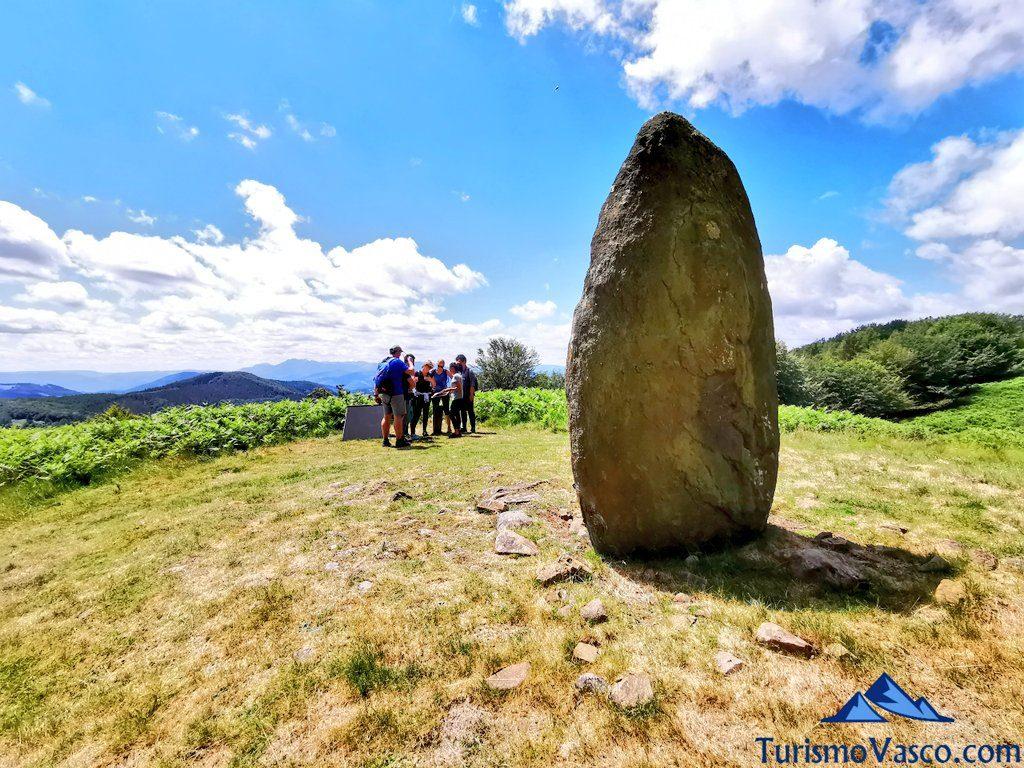 menhir Arribiribilleta, ruta de los dolmenes Karaketa Irukurutzeta