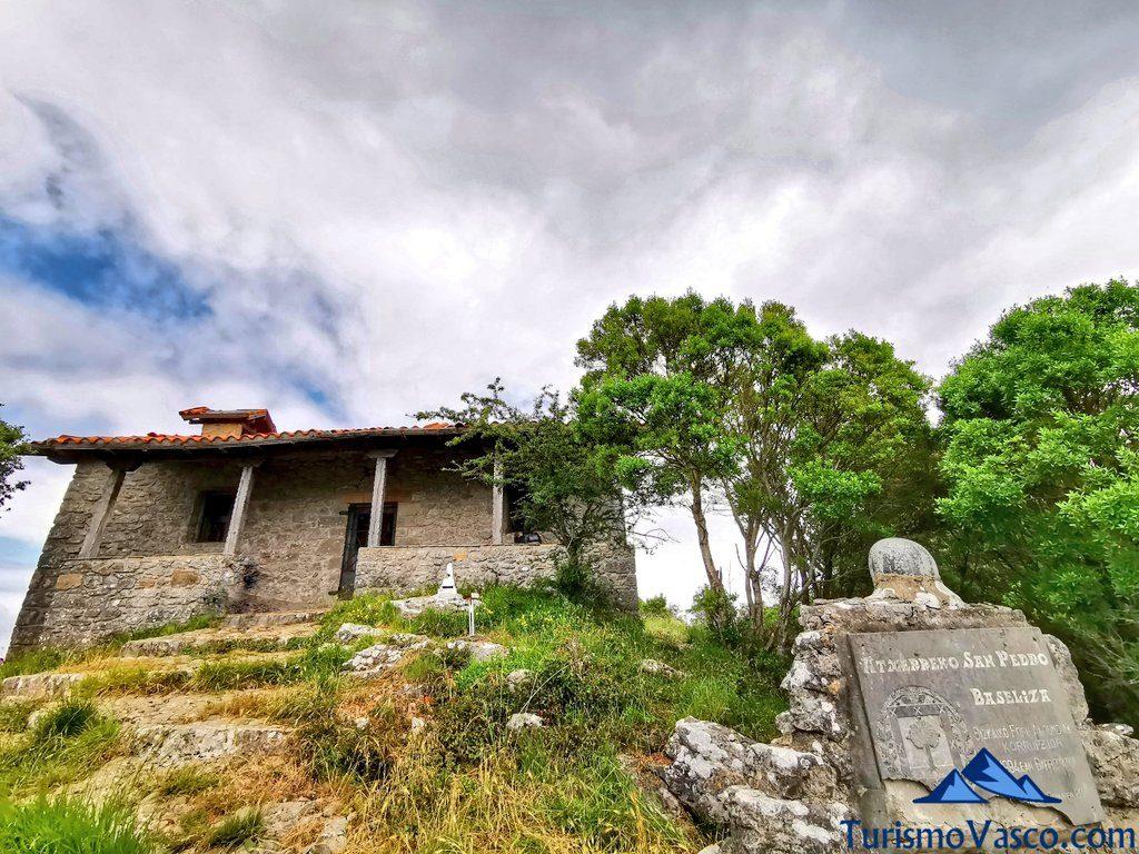 ermita de san pedro, San Pedro Atxarre ruta Urdaibai